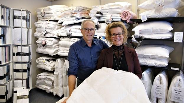 Claus Penderup husker, at Kristine var ganske genert, da hun begyndte i butikken for 25 år siden.  Det griner de en del af i dag.