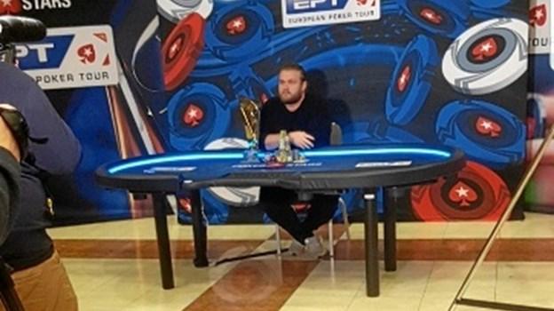 Henrik Hecklen - der i det danske pokermiljø går under tilnavnet: Facitlisten - sikrede sig sejren over tyske Ole Schemion. Her ses han efter sejren var i hus - fotograferet af en ven, der overværede turneringen. Privatfoto