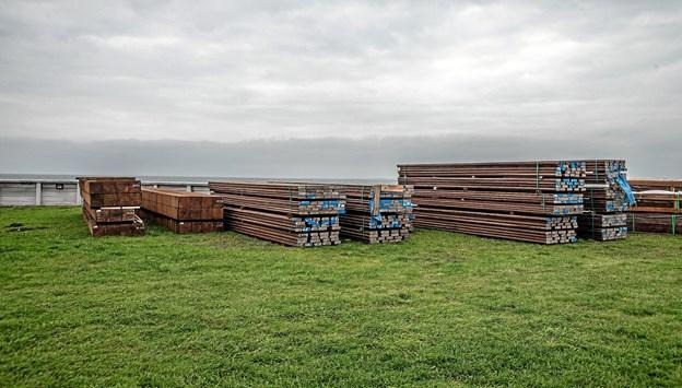 Det meget holdbare azobè træ - 1200 kg pr. kubikmeter. Foto: Mogens Lynge
