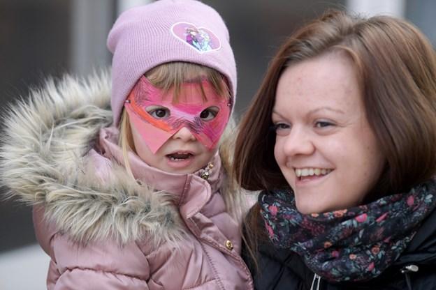 Der var fyldt med glade børn og forældre, da der blev slået katten af tønden i Brønderslev.Foto: Henrik Louis HENRIK LOUIS