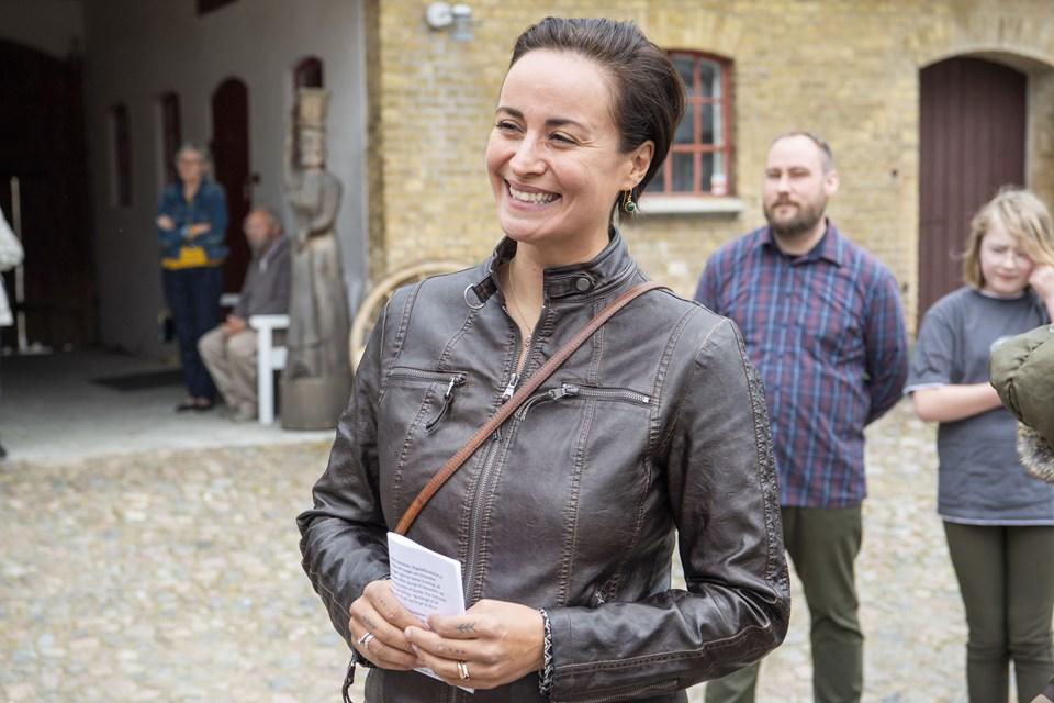Den populære sangerinde Julie Berthelsen underholder på savannen i Aalborg Zoo, når der søndag den 23. juni holdes Sankt Hans fest, ligesom hun også holder selve båltalen. Arkivfoto: Kim Dahl Hansen