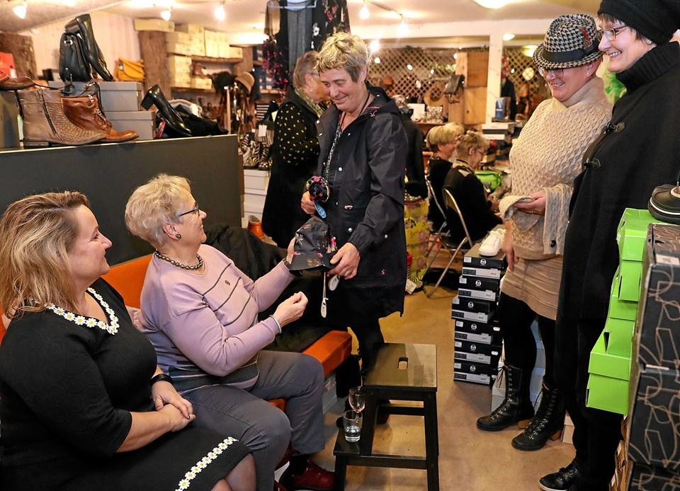 Lokale modeller viste nyheder på sko- og tøjfronten. Foto: Allan Mortensen