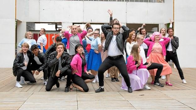 Grease er fuld af ungdommelig energi - 32 unge skuespillere lægger lige nu sidste hånd på værket op til premieren. Foto: Janne Haslund