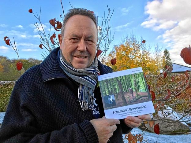"""Helge Søgaard er klar med sin tredje bog om Rold Skov - denne gang om """"Fotografen i Bjergeskoven"""", Kjeld Thomsen. Privatfoto"""