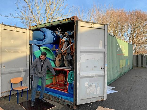 Dansk Afghansk Humanitær Forening har base i Frederikshavn Kommune og samler forskellige ting så som brugte møbler og bycykler og sender dem til Afghanistan. Privatfoto.