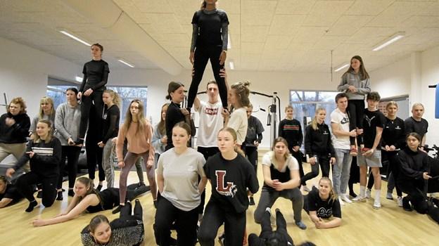 Forestillingen rummer også en række flotte dansenumre. Her øves der på et af de imponerende optrin.Foto: Jørgen Ingvardsen