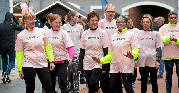 Klar til start i 'Støt Brysterne' T-skirt i lyserød. Foto: Mogens Lynge