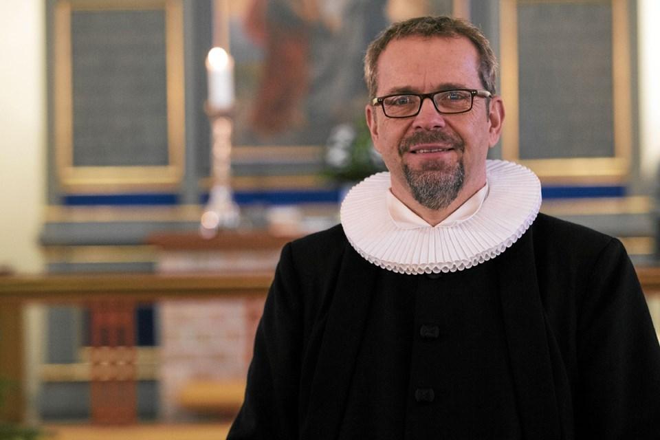 Anders Grinderslev er tiltrådt som ny præst i Øster Hassing - Gåser Sogne. Foto: Allan Mortensen