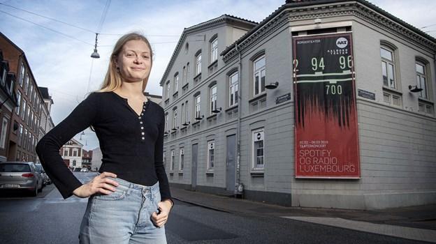 23-årige Amanda Haar medvirker i stykket Spotify og Radio Luxembourg, der har premiere 2. februar. Foto: Lars Pauli