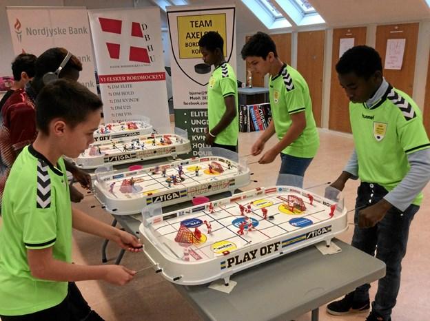 Alle kæmpede indædt for at vinde Foreign Cup i bordhockey. Privatfoto