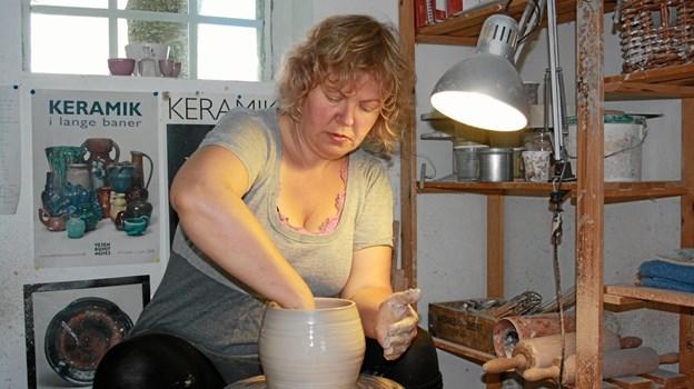 Keramiker Trine Bruun inviterer lørdag igen til markedsdag i Bruuns Keramik i Overlade. Privatfoto