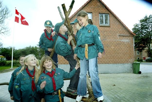 Familiegudstjeneste i Vrå Kirke med spejdere.  Dog ikke med nogle af dem fra billedet.  Arkivfoto: Hans Ravn