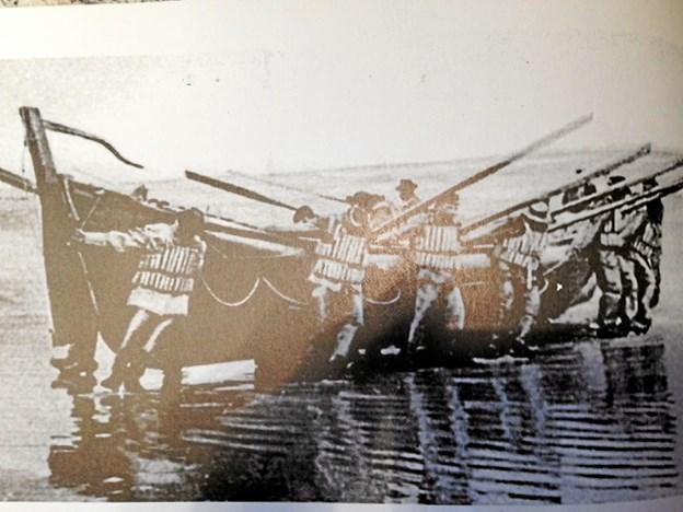 Ro-redningsbåden sættes i vandet. Privatfoto
