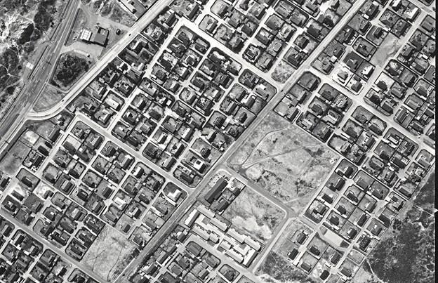 Bankekvarteret var i 1986 endnu ikke helt udbygget, men der er allerede store muligheder for at fare vild. Sælsomt, at turistforeningen ikke har benyttet den store labyrint i sin markedsføring som en virkelig udfordring for byens gæster.