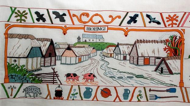 Hjørringtapetet bliver broderet i Håndværkernes Hus - sådan så Strømgade ud i 1300-tallet.