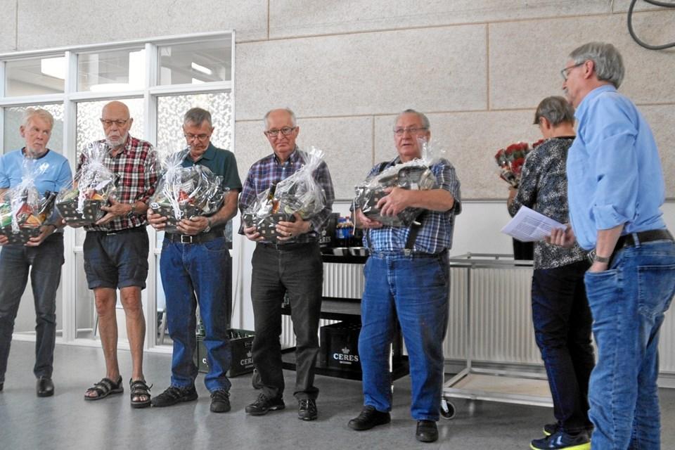 Udvalget blev begavet ved afslutningen forleden. Foto: Sten Andersen.
