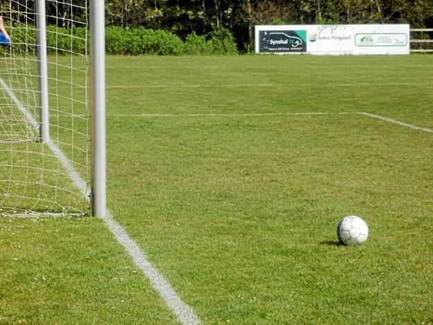 Det blev kun til et enkelt mål til hjemmeholdet i opgøret mod Farsø/Ullits i serie 2 i fodbold. Foto: Kjeld Mølbæk