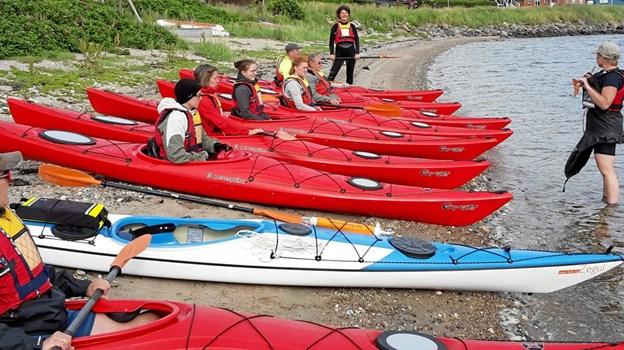 Nybegyndere instrueres på stranden ved Sundby Mors Havn.