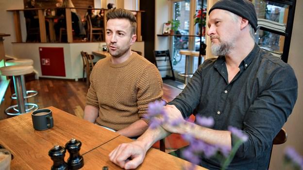 Her ses stedets ene indehaver Martin Klyvø (tv.) og køkkenchef Klaus Kalsen. Foto: Claus Søndberg