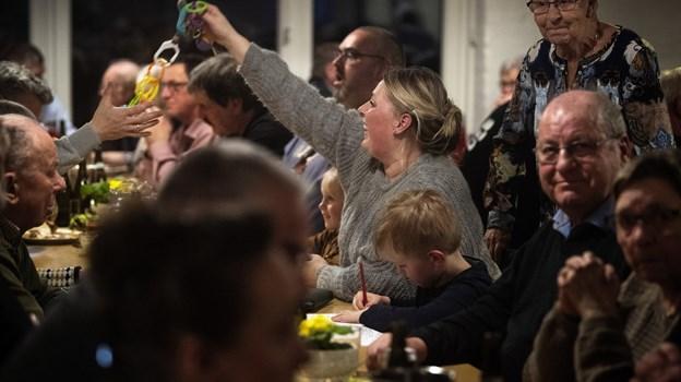 Stemningen var fantastisk og der blev leet og snakket. Børnene havde en hyggelig aften i selskab med forældre og bedsteforældre - og havde der været endnu flere siddepladser, var der flere, som gerne ville have været med.Foto: Laura Guldhammer Foto:  Laura Guldhammer