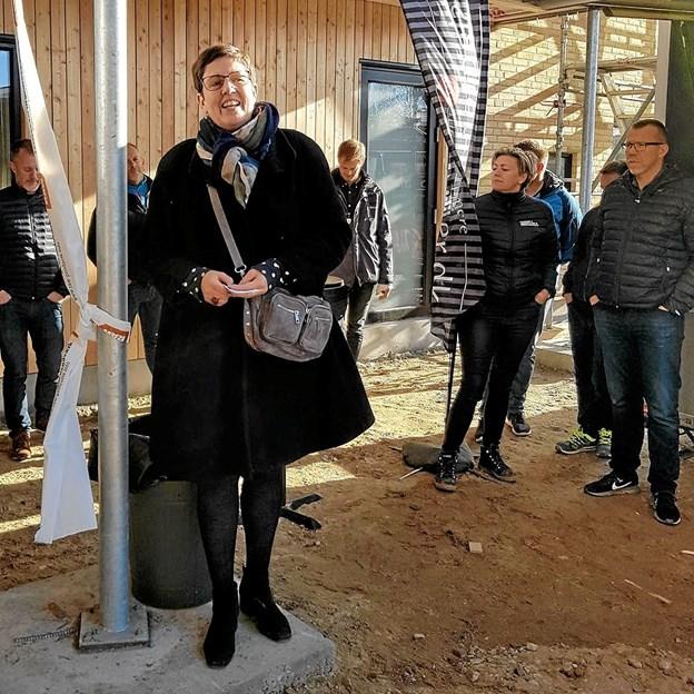 Dagtilbudsleder Tina Andreasen byder velkommen til byggegilde. Foto: Karl Erik Hansen