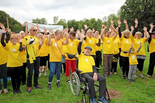 Den første Stafet For Livet i Dronninglund blev en stor succes med 699 deltagere. Heraf var 44 af dem de såkaldte fightere iført gule bluser.Foto: Jørgen Ingvardsen