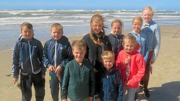 Ni friske børn deltog i årets første sandkonkurrence. Foto: Kirsten Olsen