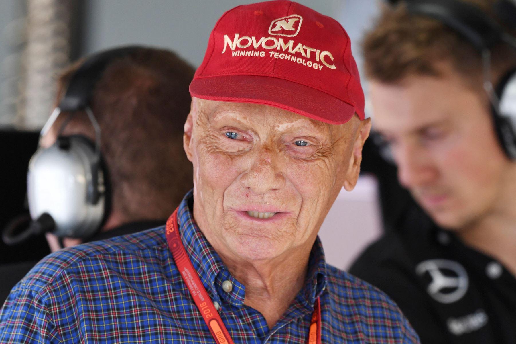 Østrigske Niki Lauda døde mandag i en alder af 70 år efter en lang karriere i motorsport.