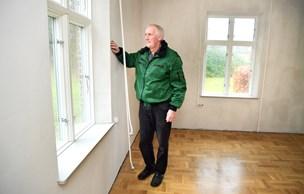 Ny præst rykker ind: Præstegård i Aarestrup renset for skimmelsvamp