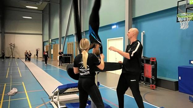 Det blev arbejdet med stor intensitet gennem formiddagen inden gymnasterne skulle stå den endelige prøve inde i Arena Nords opvisningshal.