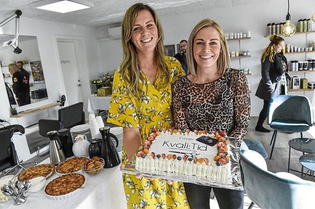 Udover mad fra Den Gamle Slagter, kunne de to indehavere Maria Paaske og Janni Dreier markere Kvali:Tids åbning med en flot kage. Foto: Ole Iversen