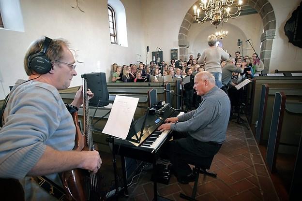 Willy Egmose ses her i forbindelse med en cd-optagelse i Hørdum Kirke i Thy.Arkivfoto: Klaus Madsen