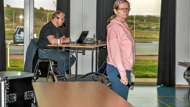 Frivillige afvikler spillet om søndagen hvor der var så stille, at man kunne høre en knappenål falde til jorden. Foto: Mogens Lynge Mogens Lynge