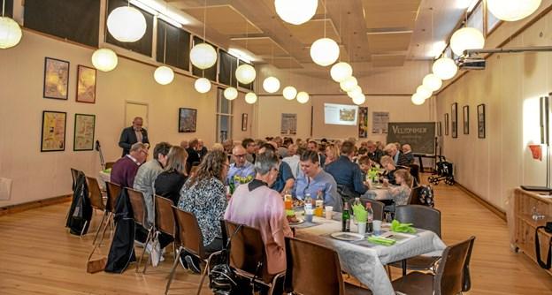 75 Overlade borgere var mødt op til Daglig Brugsen i Overlades årlige generalforsamling på Overlade Friskole. Foto: Mogens Lynge