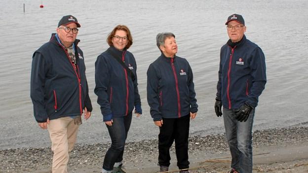 Flere fra bestyrelsen nyder den smukke fjord. Fra venstre Per Skou, Dorthe Lykke Olesen, Jette Gade og Jørgen Thorndahl (nyvalgt formand).    Privatfoto