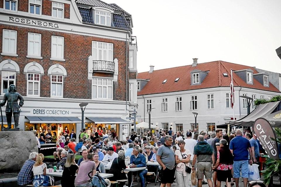 Fisketorvet er igen i år et af samlingsstederne og her slutter hele festen af med en rock og rullende koncert med Østre Gasværk.