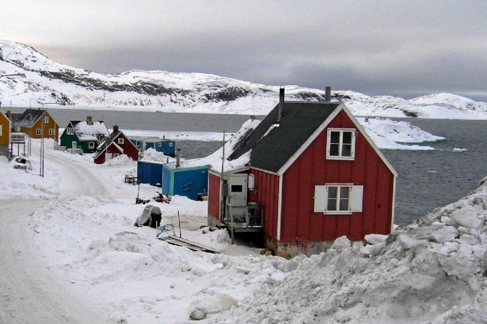 Hovedgaden i Upernavik, hvor Ulrik Eriksen får et af husene som sin bopæl. Privatfoto privatfoto
