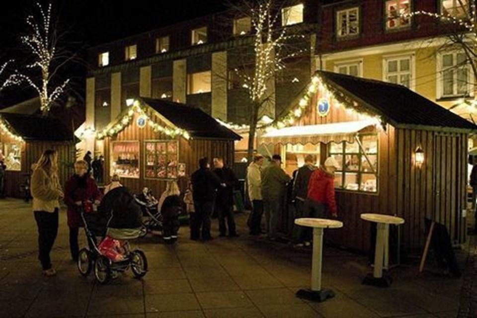 Sæby Torv i julebelysning er et smukt syn. Foto: Kim Dahl Hansen
