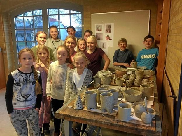 Himmerlands Ungdomsskoles keramikkurser for de 10-14 årige plejer at være populære på Haubro-egnen, og også i år forventer skolen at få fyldt op på kurset, som afvikles i god tid inden juleaften. Privatfoto