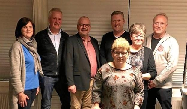 Karen Østergaard (tv), Per Husted, Peter Muhl Nielsen, Leif Skaarup, Lis Mancini og Morten Klessen. Forrest: formand Lene Nielsen. Foto: Privat.