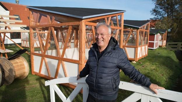 Formanden for Ålbæk Handels- og Håndværkerforening Peter E. Nielsen inviterer gæster fra hele Norden til Danmarks nordligste julemarked. Foto: Hans Ravn
