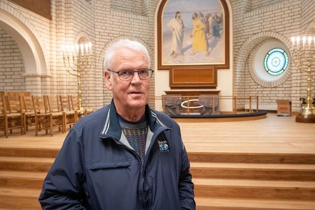 Væk er den tunge brune rammemaling omkring Michael Anchers altermaleri. I stedet fremtræder rammen nu i olieret træ med en guldbeklædt kantliste ved selve maleriet - og det fremhæver virkelig Michael Anchers mesterværk, siger Steen Hviid Mortensen.