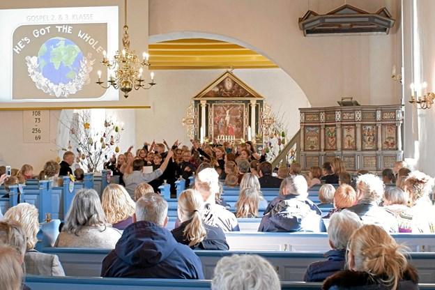 Skolekoret 2. og 3. klasse synger gospel. Foto: Niels Helver Niels Helver