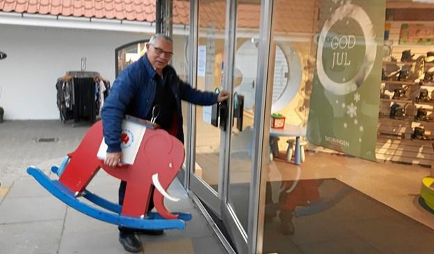 - Den fortjener at komme hjem til jul, mener arkivleder Poul Erik Andreasen, der selv har stået for dyretransporten.Privatfoto