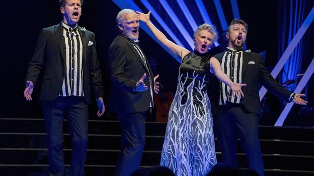 Årets revy er fyldt med musik og vellyd.  Foto: Lars Pauli