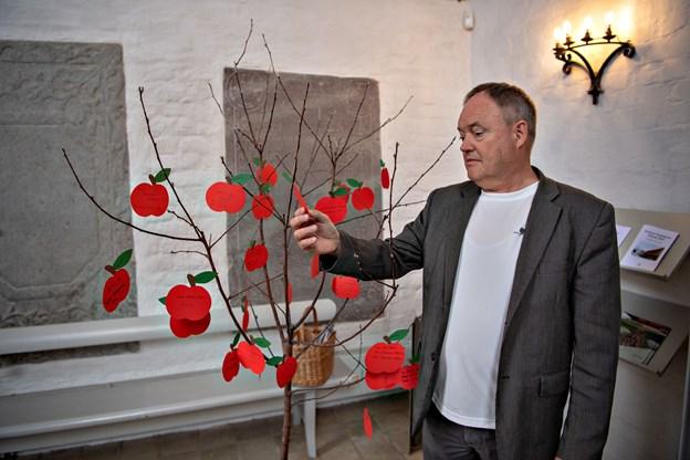 - Præster hænger desværre ikke på træerne i Vendsyssel, men provst Viggo Ernst Thomsen har jobs til dem.