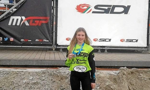 En bronzemedalje i EM for 125 cc for damer er indtil videre årets bedste for 16-årige Kirstine Villadsen fra Hanstholm.Privatfoto