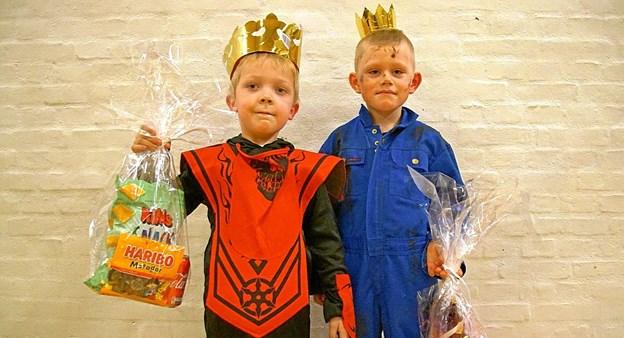 I gruppen 4-6 år blev Magnus til venstre konge, mens Bertil blev kåret til dronning. Foto: Helge Jensen