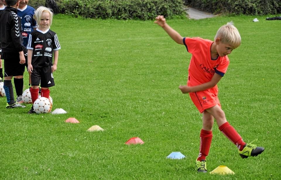 De seneste mange år har der været fodboldskole på stadion i Klokkerholm. Her er en situation fra 2016. Foto: Ole Torp