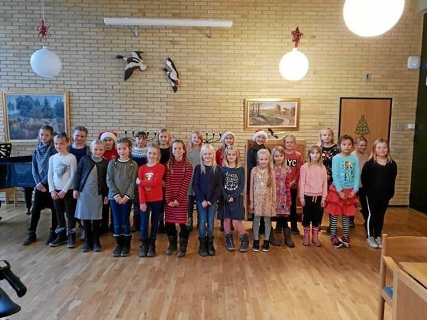 Rosendalskolens kor - sang julen ind på Solgaven i Hobro. ?Privatfoto